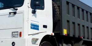 Logotipo rotulado en unidad de trabajo